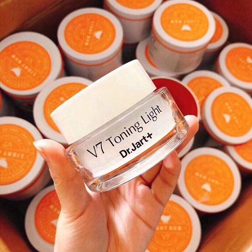 Kem dưỡng daV7 Toning Light